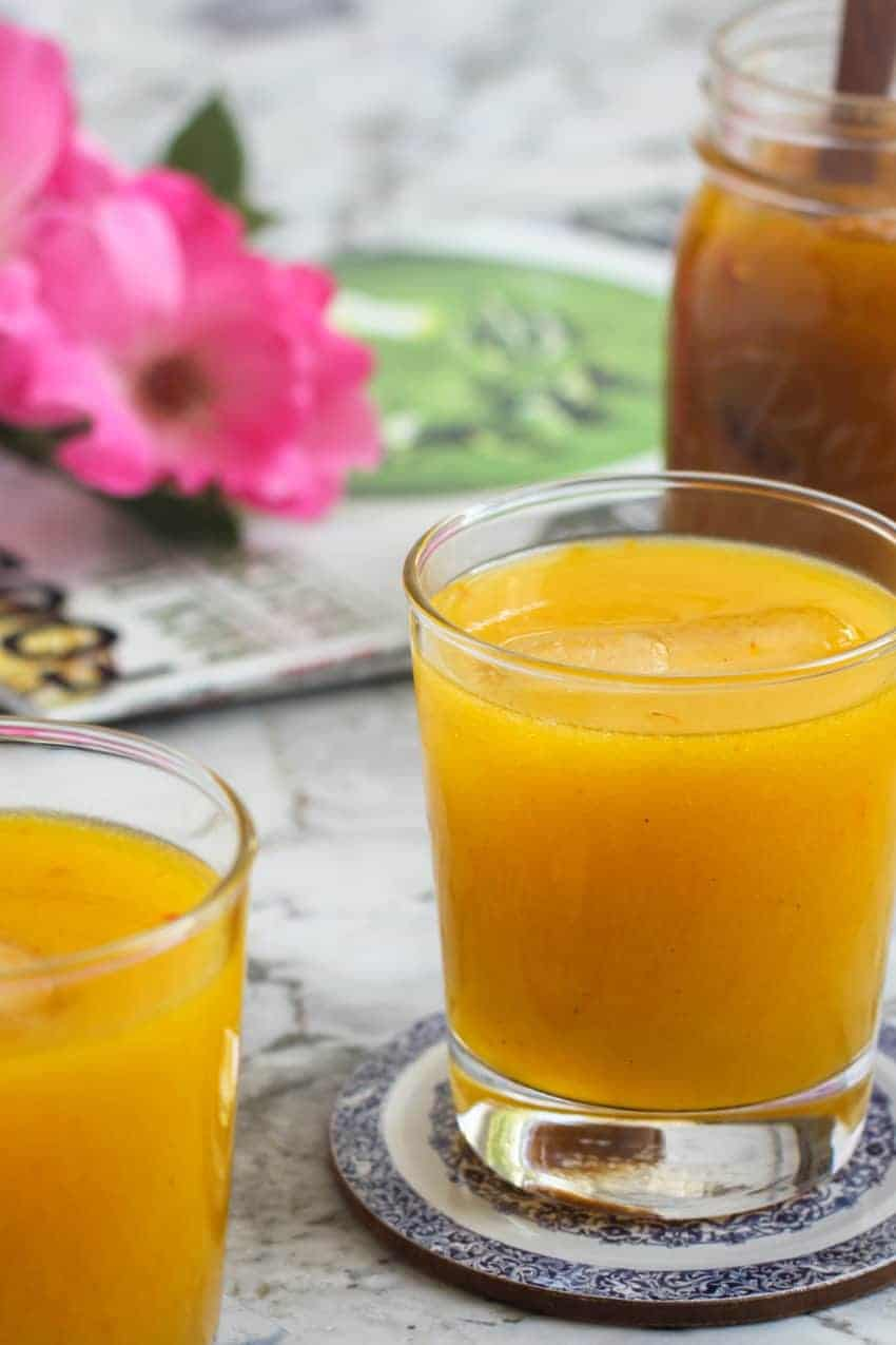Mango panha served in 2 glasses