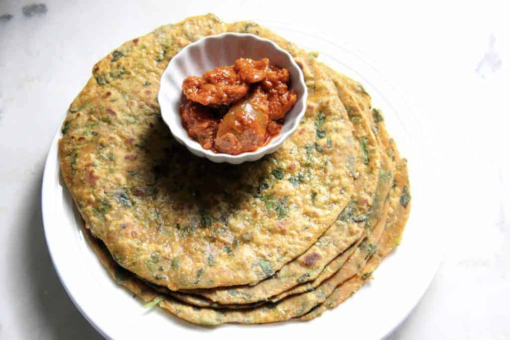 Methi Thepla served pickle
