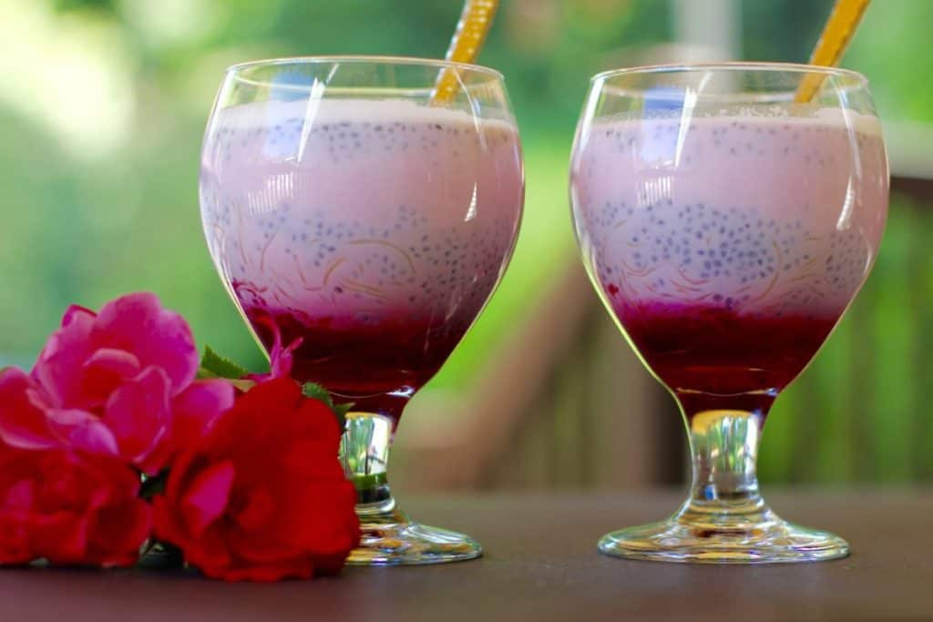 Rose falooda served in 2 tall glasses