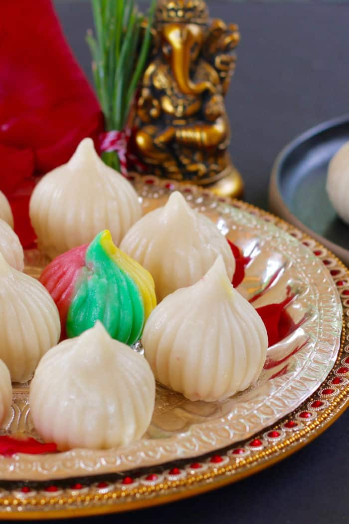Ukadiche Modak {sweet rice dumplings with coconut filling}