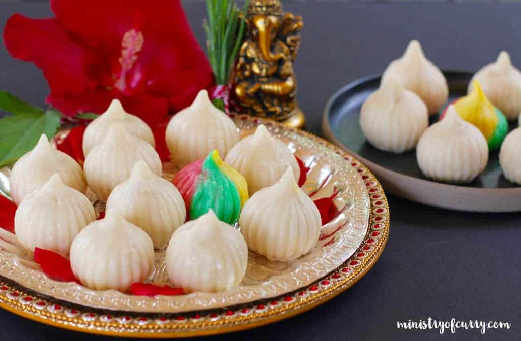 Ukadiche Modak {sweet rice dumplings with coconut filling