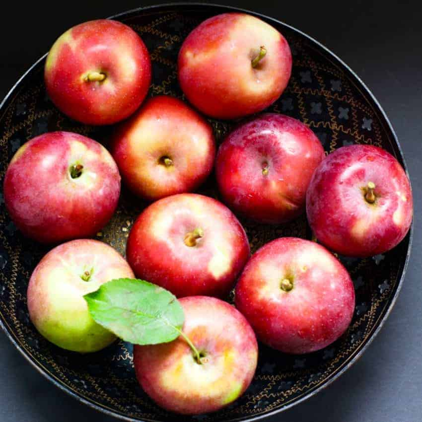 apples in a black bowl