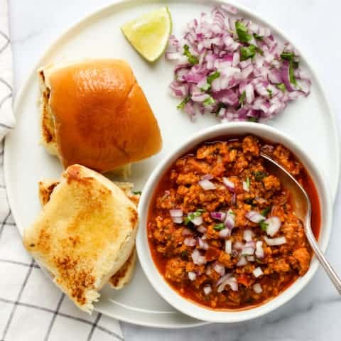 Kheema curry served with dinner rolls
