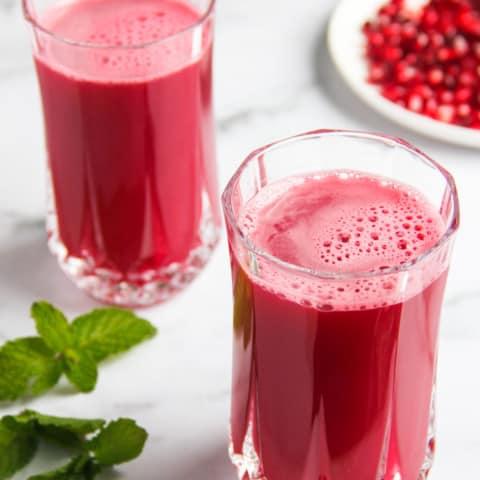 pomegranate juice in 2 glasses