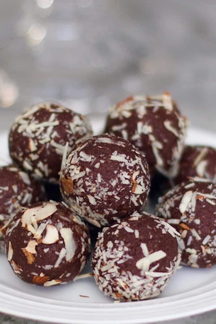 Healthy Quinoa Almond Date Truffles