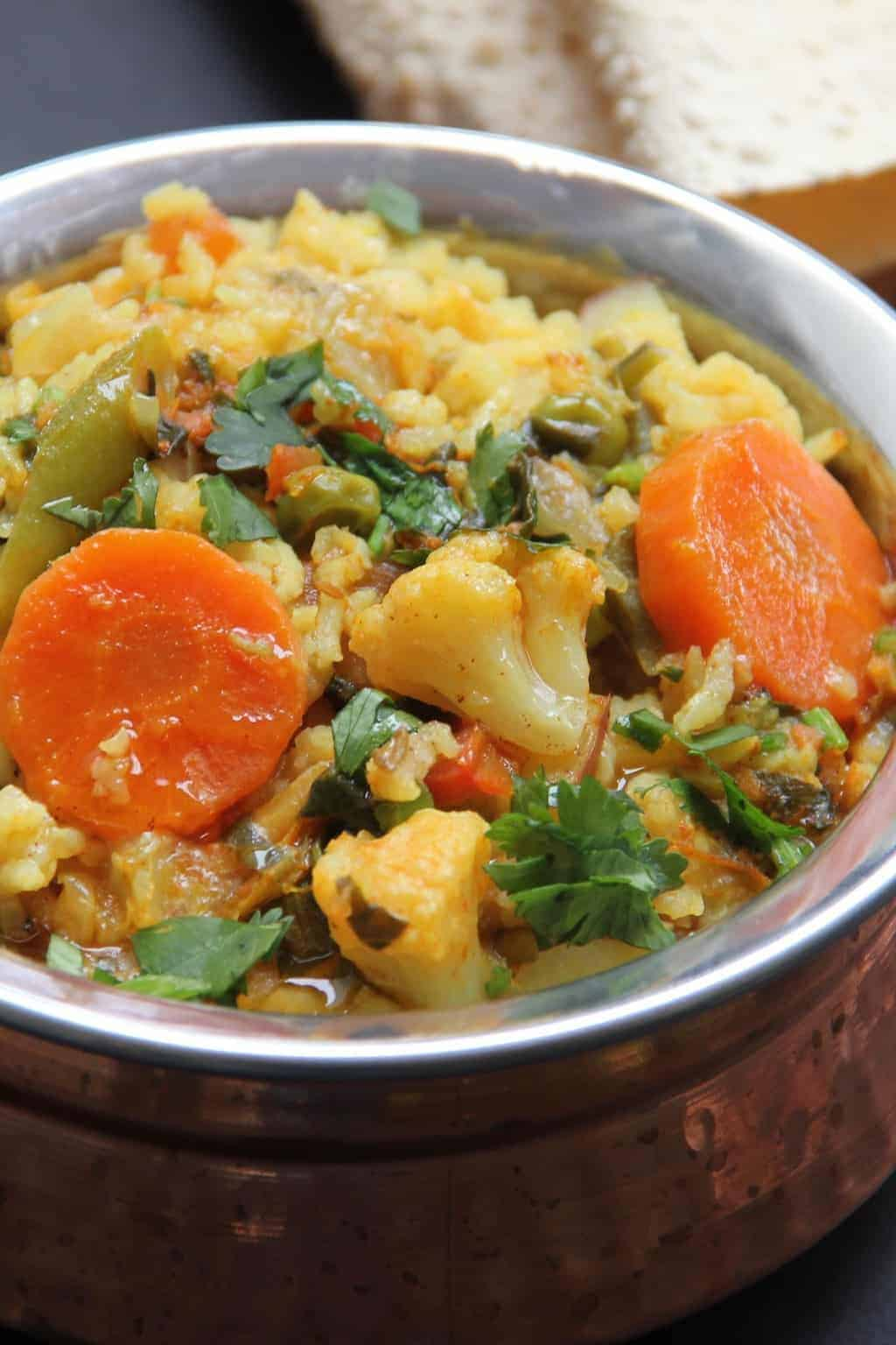 Mixed Lentils & Vegetables Khichdi - A vegetarian, one-pot, gluten free dish with lentils, rice and vegetables. #minsitryofcurry #instantpot