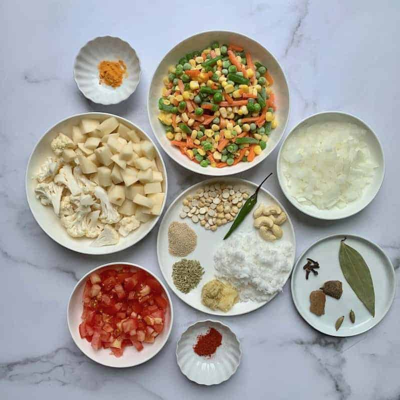 ingredients for vegetable kurma