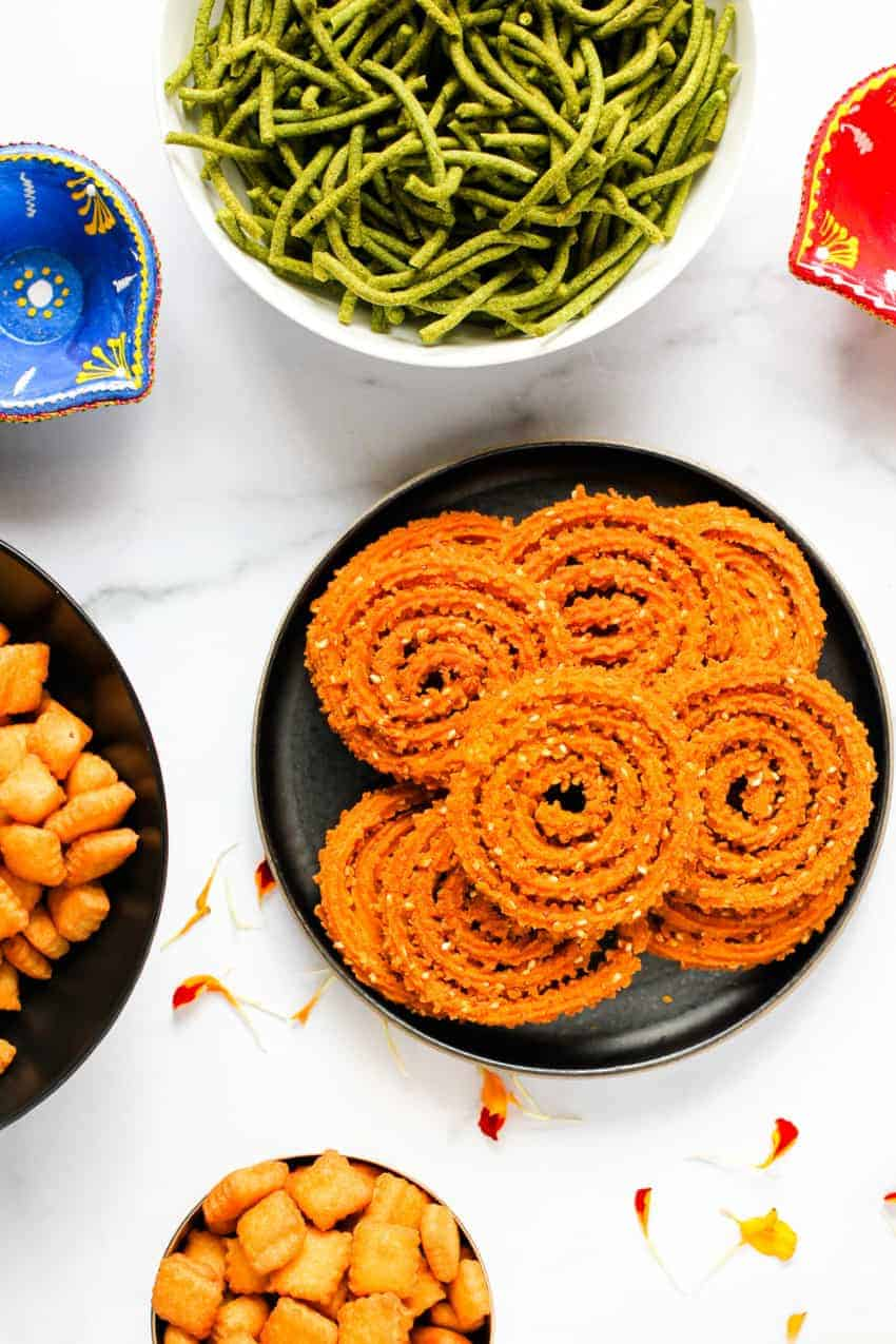 Bhajanichi Chakli with other diwali faral