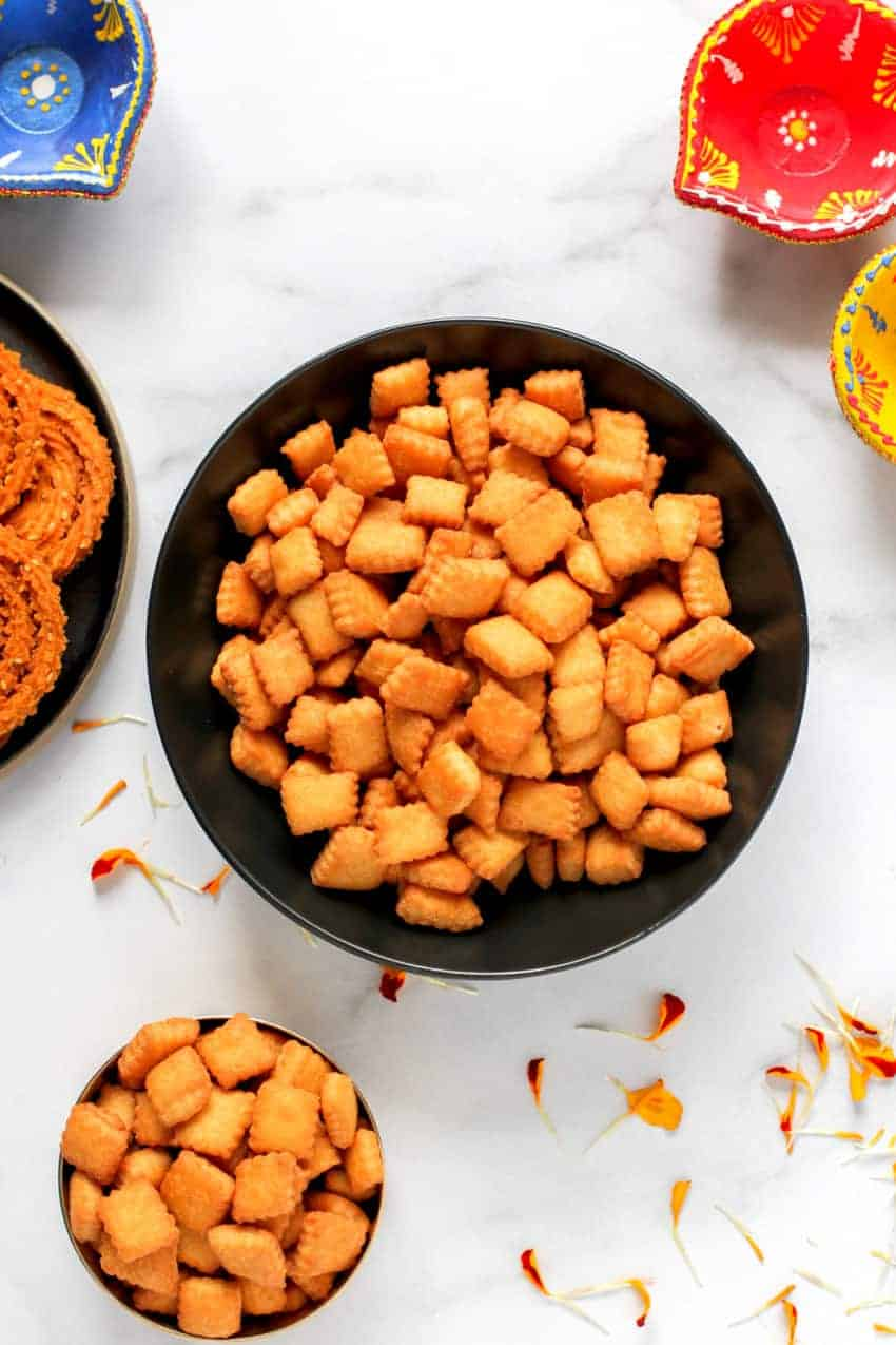 bowl of shankarpali with other diwali faral