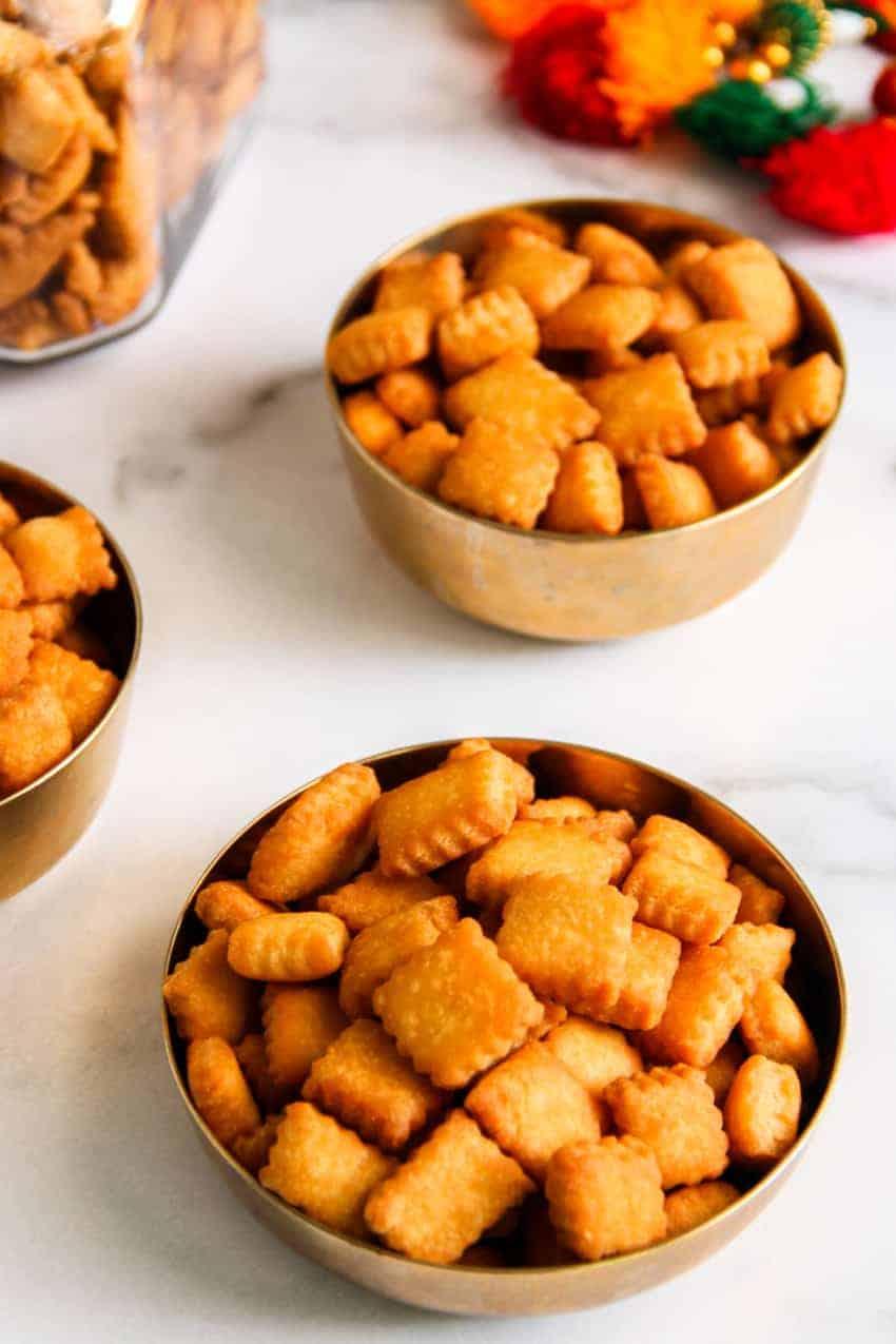 bowls of shankarpali