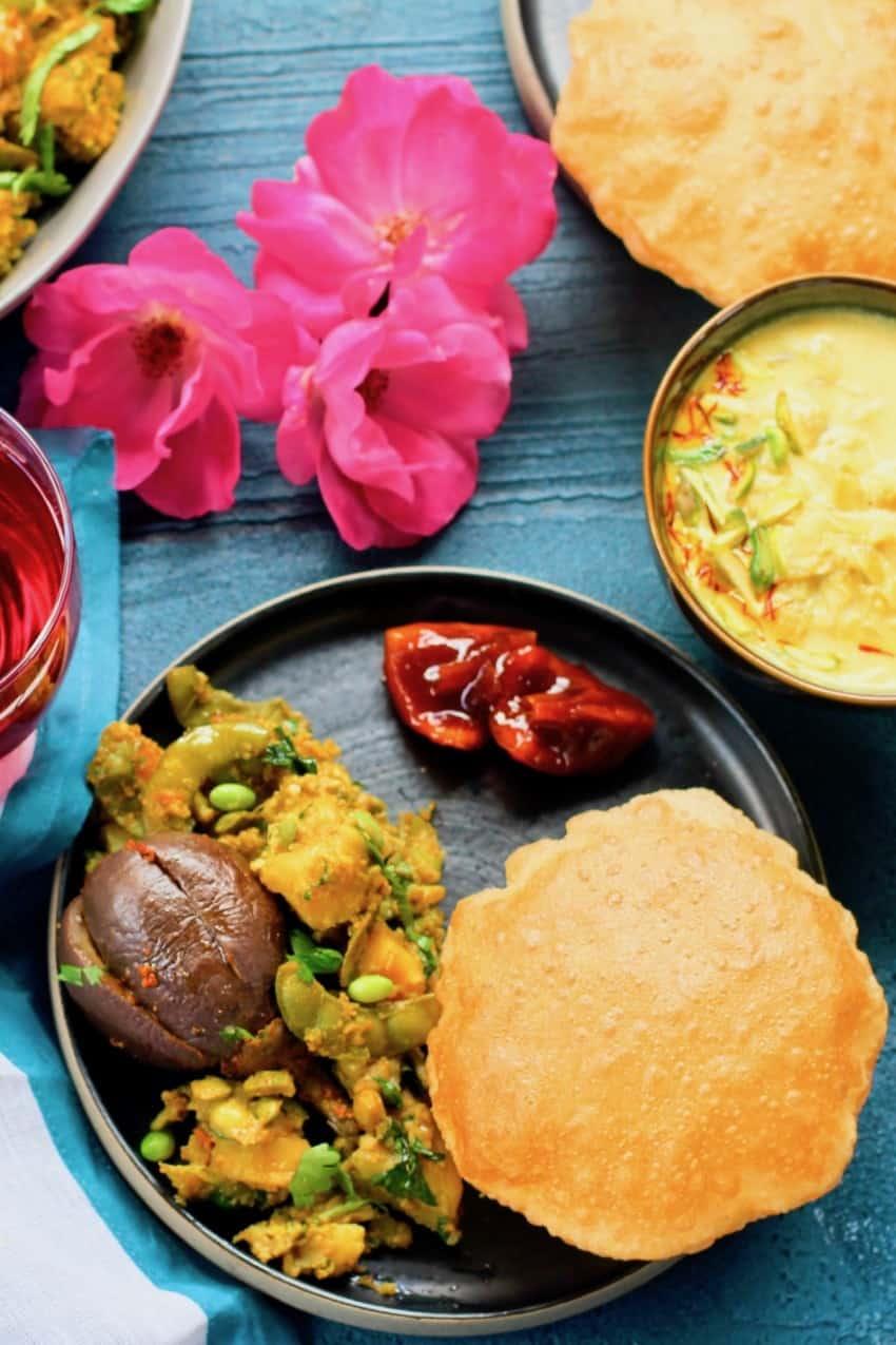 Undhiyu Poori with pickle