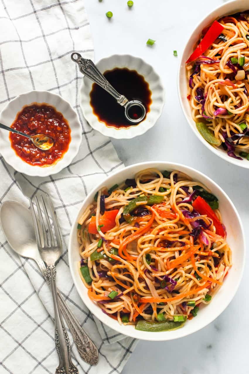 hakka noodles served with sauces