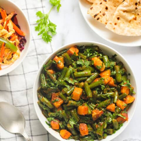 green bean curry with rotis