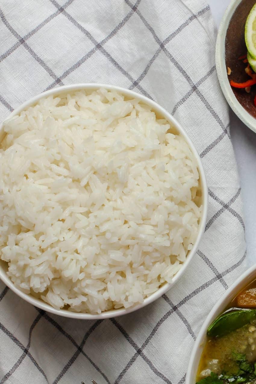 Jasmine rice in a white bowl