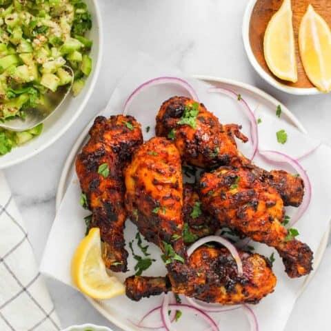 Tandoori chicken served with chutney and cucumber salald